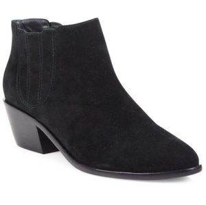 Joie suede Booties pull on style black SZ 9.5